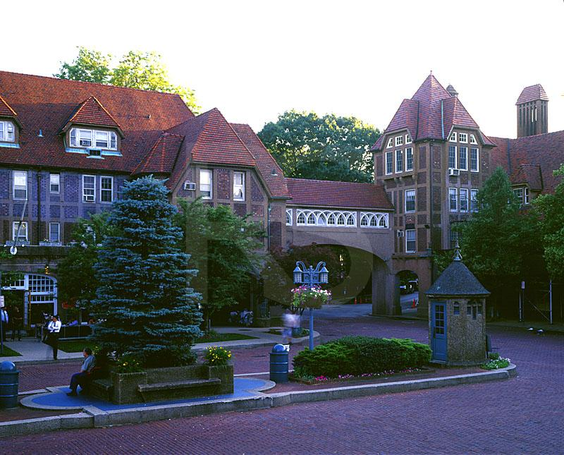 Station Square, Forest Hills